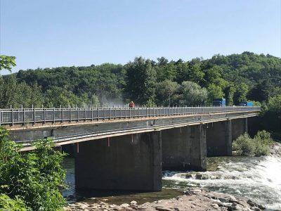 Iniziati i lavori sul ponte di Romagnano per togliere la recinzione che lo imbruttiva da 12 anni