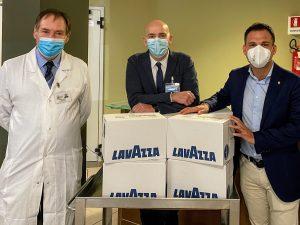 Dallo stabilimento Lavazza di Gattinara: macchine da caffè e cialde per gli ospedali del territorio